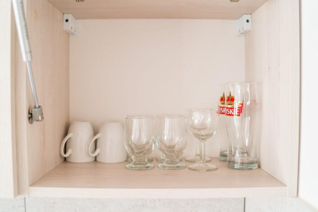 aneks kuchenny wyposazenie szklanki magnolia