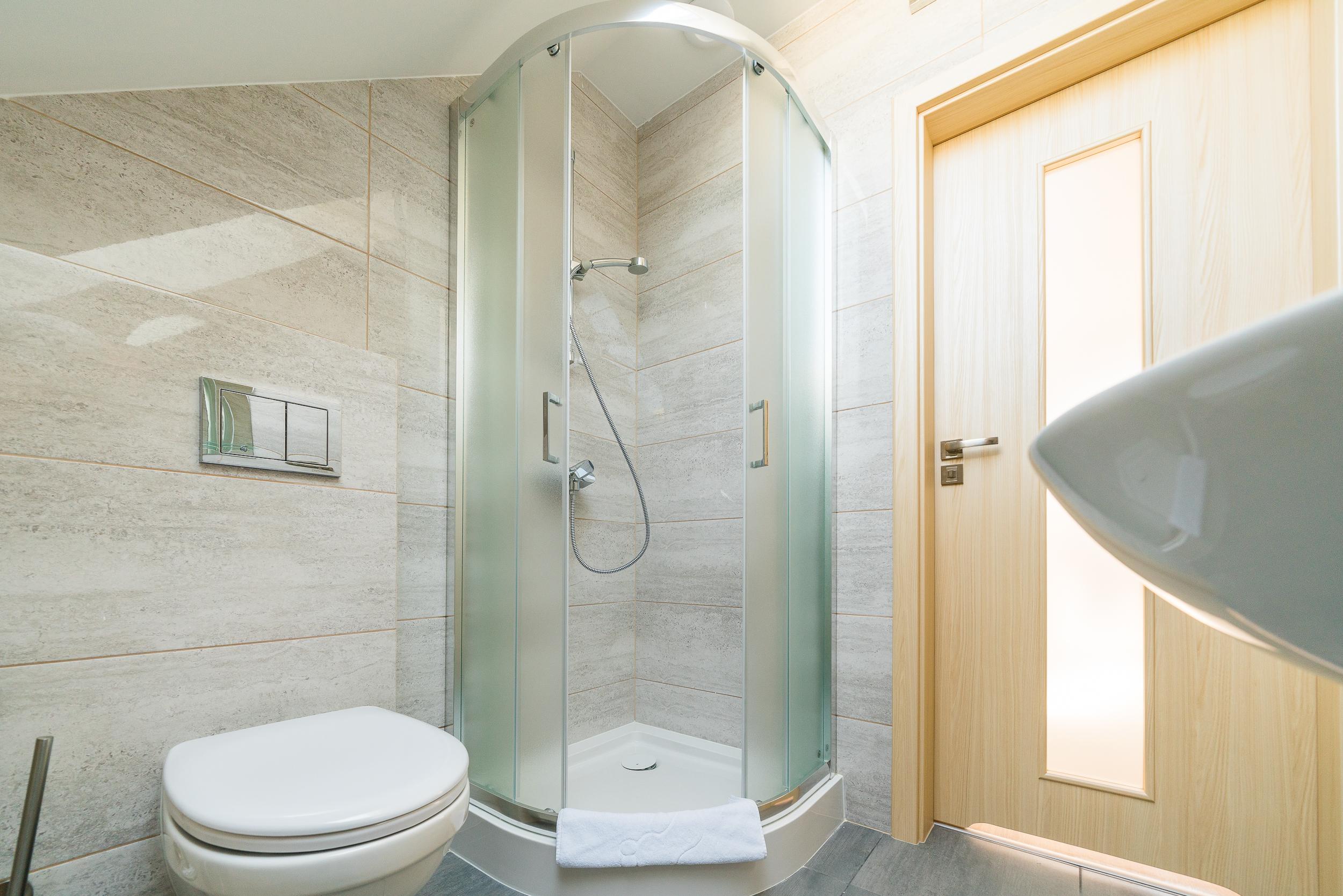 apartament z lazienka z prysznicem magnolia