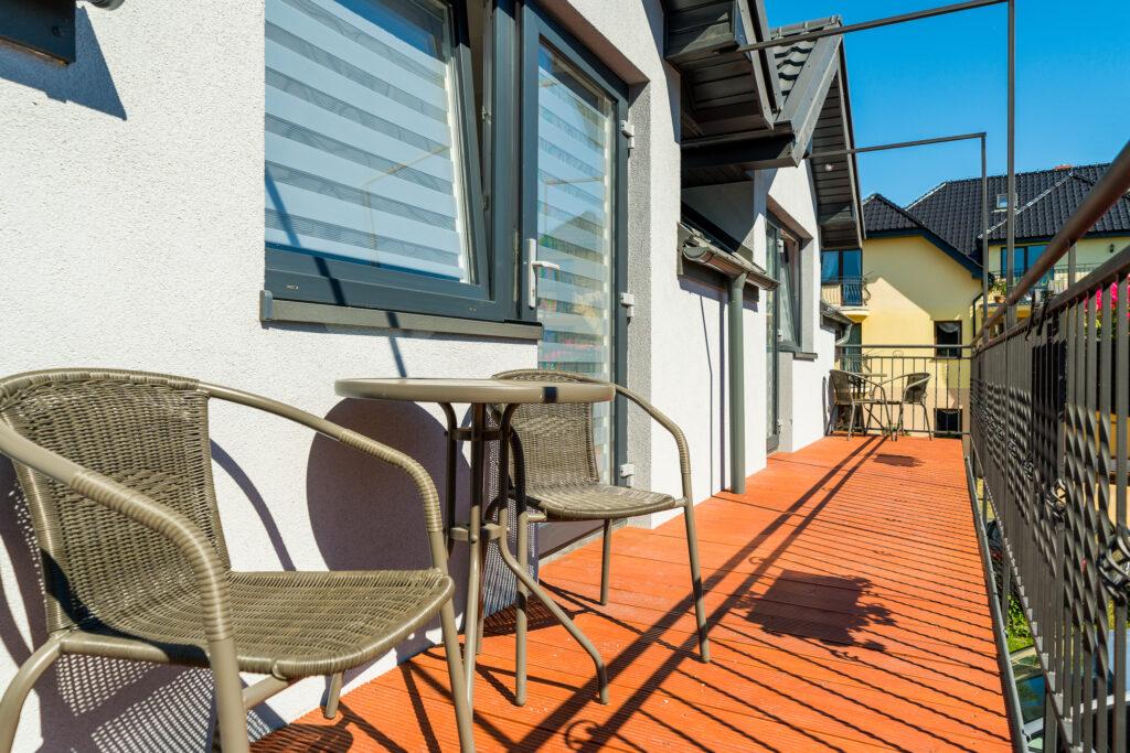 apartamenty z wlasnym niezaleznym wejsciem balkony