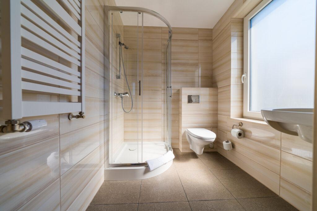 lazienka z prysznicem debki